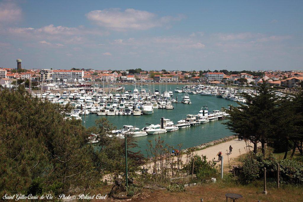 Photo du port de Saint Gilles en Vendée vacances plage et mer
